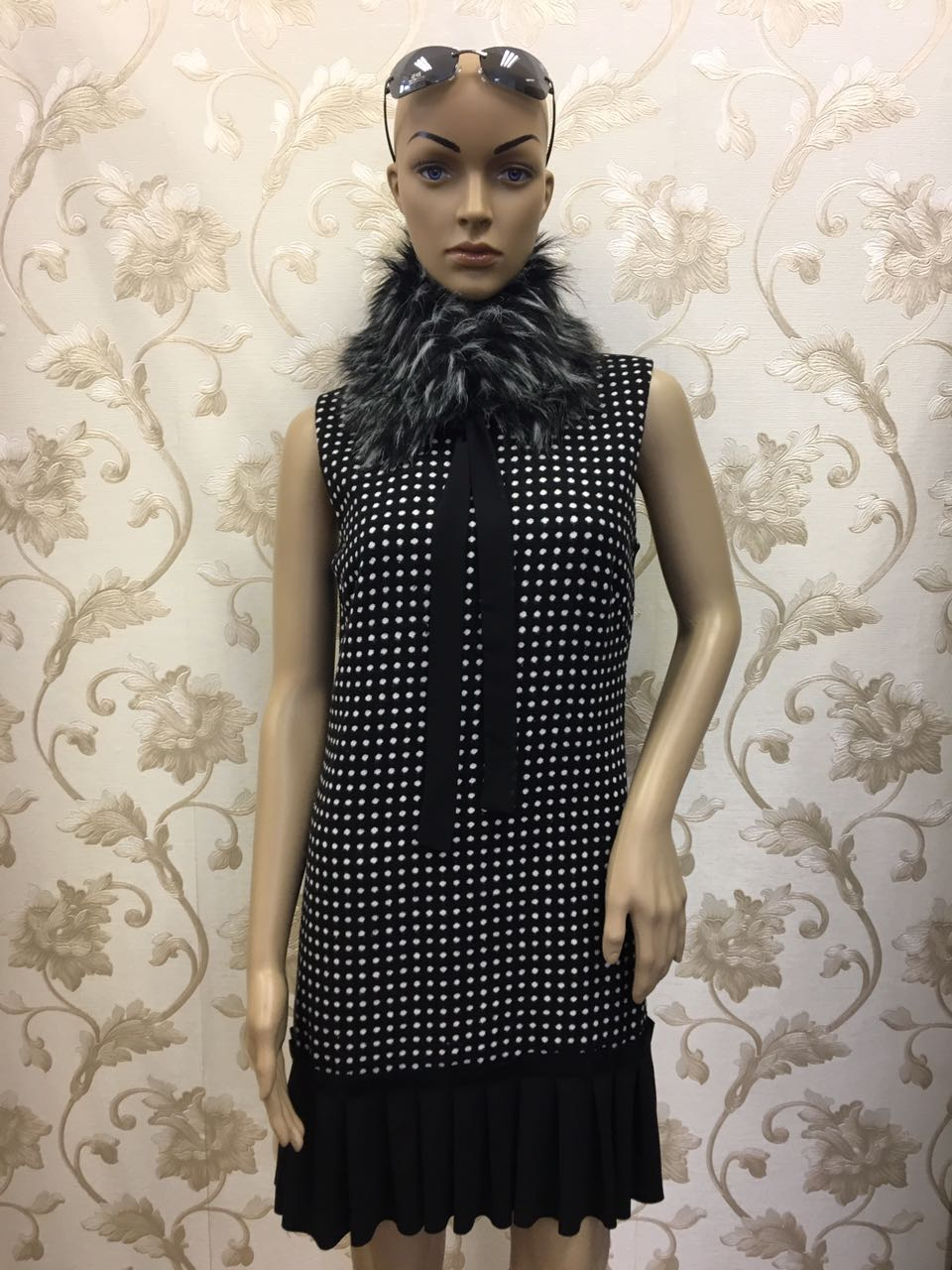 sciccoso-faux-fur-collar-compliment-black-polka-dot-dress