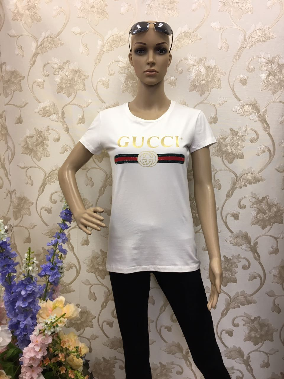 gucci-short-sleeves-white-top-with-gold-print-logo