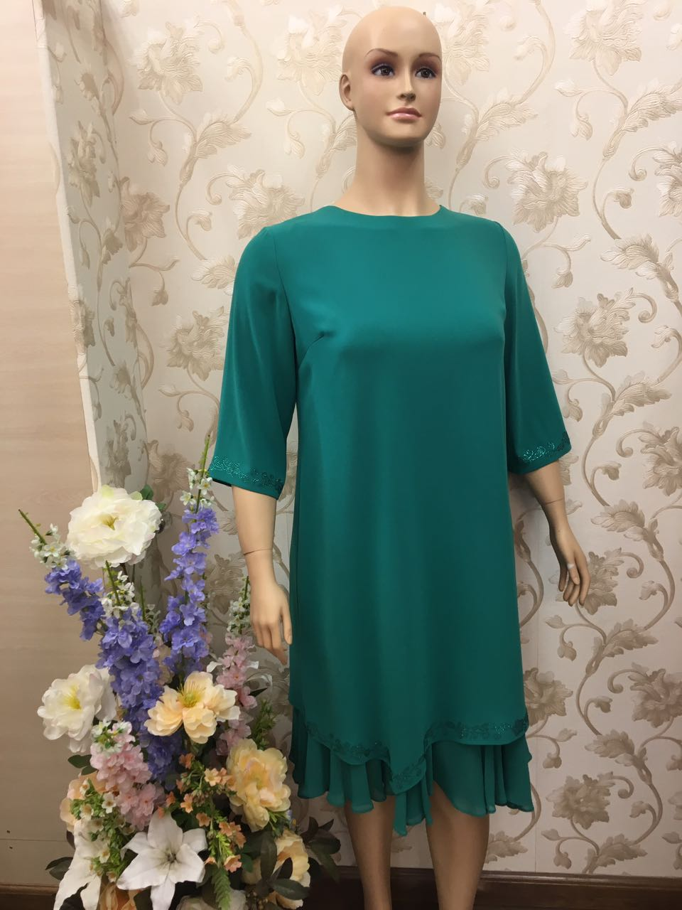 piacevole-embroidery-and-beads-insert-luxury-emerald-dress