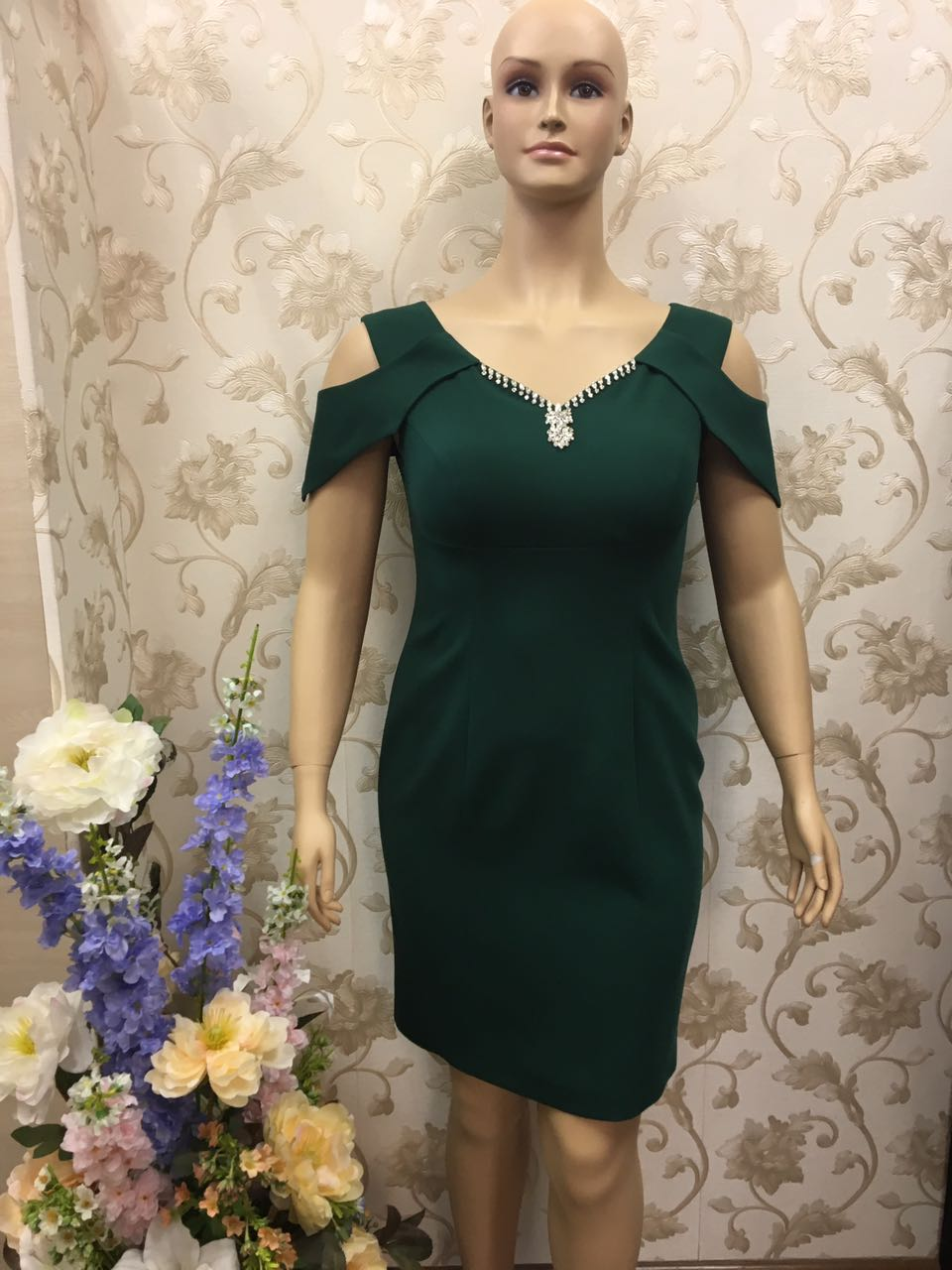 di-classe-crystal-beaded-neckline-emerald-dress
