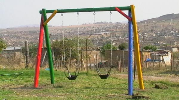 wooden-2-seater-swing